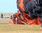 Phi công Anh thoát chết trong gang tấc từ máy bay chiến đấu nổ tung trên không