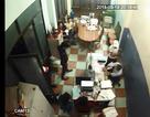 Nhóm thanh niên lạ hung hãn xông vào đánh chủ nhà