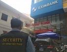 Chi nhánh Eximbank tại TPHCM bị khám xét, 2 nhân viên bị bắt tại chỗ