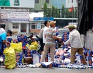 Người dân gom hàng trăm thùng bia rơi xuống đường giúp tài xế