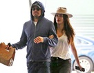 Leonardo DiCaprio ra phố cùng gái trẻ