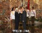 Tổng Bí thư trao Huân chương Sao vàng tặng Chủ tịch Raul Castro Ruz
