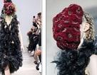 Người mẫu phủ hoa kín mặt tại tuần lễ thời trang Paris
