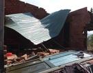 Hơn 100 nhà dân, phòng học bị tốc mái do lốc xoáy