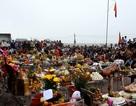 Hàng ngàn lượt người đắp mộ giả, cầu nguyện cho vong hồn không nơi thờ tự