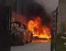 Cháy bãi dây cáp viễn thông, cả khu phố náo loạn