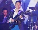 Bằng Kiều đánh guitar, nhảy khiến khán giả phấn khích