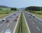 """Vì sao mãi chưa làm được 1 km đường cao tốc mẫu xem """"đắt"""" hay """"rẻ""""?"""