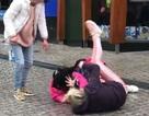 """Clip 2 người phụ nữ đánh nhau """"hút"""" hơn 237.000 lượt xem"""