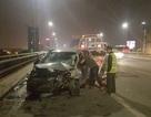 Xe con bẹp dúm sau khi tông xe tải trên cầu Nhật Tân