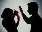 Chưa đầy 1 năm sau khi cưới, người vợ trẻ đã quyết ly hôn gã chồng vũ phu