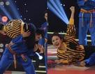 Vân Trang gây sốc khi tung chiêu kẹp cổ thí sinh nam khi làm giám khảo