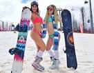 Nghìn người đẹp diện bikini khoe dáng giữa trời tuyết trong mùa lễ hội