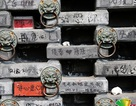 Bức tường dài 10m hơn 10.000 viên gạch dày kín chữ viết bậy của du khách