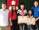 Khen thưởng 2 học sinh nhặt được của rơi, trả lại người đánh mất