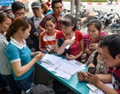 """Hà Nội: Người dân xếp hàng đợi chụp ảnh """"chính chủ"""" thuê bao di động"""