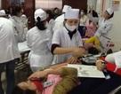 Cấp cứu kịp thời 12 khách du lịch Trung Quốc bị ngộ độc thức ăn