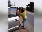 Nam thanh niên đánh tới tấp CSGT đang làm nhiệm vụ trên Quốc lộ