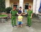 Công an phường giúp bé trai 6 tuổi đi lạc đoàn tụ với gia đình