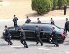 12 vệ sĩ chạy bộ hộ tống xe chở ông Kim Jong-un