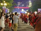 Du khách, người dân Quảng Ninh tưng bừng xuống phố đón lễ diễu hành Carnaval