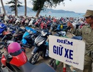 """Nha Trang: Các bãi giữ xe ven biển """"nghẹt thở"""" trong ngày nghỉ lễ thứ hai"""