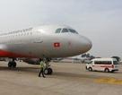 Hốt hoảng vì máy bay phải tránh... người đi bộ tại Tân Sơn Nhất