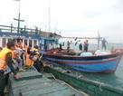 Lai dắt thành công tàu cá cùng 12 ngư dân về đất liền