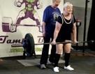 Cụ bà 97 tuổi giỏi nâng tạ hơn cả thanh niên