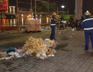 Rác đầy đường sau đêm hội pháo hoa Đà Nẵng