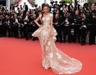 """Đáp trả chuyện bị """"bỏ rơi"""" ở Cannes, Lý Nhã Kỳ khoe sắc trên thảm đỏ"""