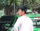 Đã đỗ xe ngang ngược, người đi Mercedes còn đánh tài xế taxi đổ máu