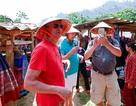 Nhộn nhịp du khách quốc tế thăm chợ phiên Cốc Ly