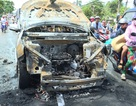 Xe 7 chỗ bốc cháy dữ dội, 2 cha con thoát nạn