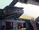 Máy bay Trung Quốc bị vỡ cửa kính buồng lái trên không trung