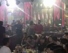 Nữ tiếp viên ăn mặc hở hang, múa khiêu dâm phục vụ khách nước ngoài