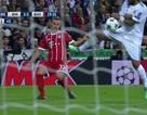 """Trọng tài """"giúp"""" Real Madrid thoát hai quả phạt đền trước Bayern Munich"""