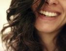 Lạ lùng cô gái cười mất kiểm soát khi thấy người khác bị cù