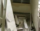 Cả mảng trần thạch cao sập xuống hành lang chung cư