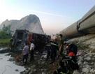 Cảnh sát PCCC trắng đêm cứu hộ vụ lật tàu hỏa