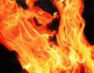 Thiếu niên châm lửa đốt nhà vì... không vòi được điện thoại mới