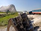 Cận cảnh 6 toa tàu lật ngổn ngang ở Thanh Hóa