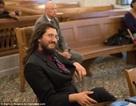 Bố mẹ kiện con trai ra tòa vì... không ra ở riêng
