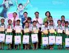 Chủ tịch Quốc hội trao học bổng đến học sinh nghèo Cà Mau