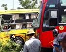 Hai xe khách va chạm rồi cùng lao vào bụi cây, hành khách hú vía