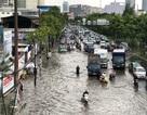"""Có máy bơm """"khủng"""", đường Nguyễn Hữu Cảnh vẫn mênh mông nước ngập"""