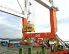 """Hành trình """"cõng"""" cần cẩu hơn 1.000 tấn vượt hàng nghìn kilomet đường biển"""