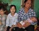 Mẹ bị sét đánh chết, bé hơn 1 tháng tuổi ngằn ngặt khóc khát sữa