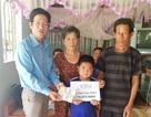 Trao hơn 58 triệu đồng đến bé 10 tuổi bị thận hư ở Sóc Trăng