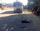 Vợ tử vong, chồng và 2 con nhập viện sau va chạm với xe buýt